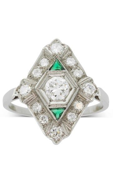 Vintage Platinum diamond & emerald Art Deco ring