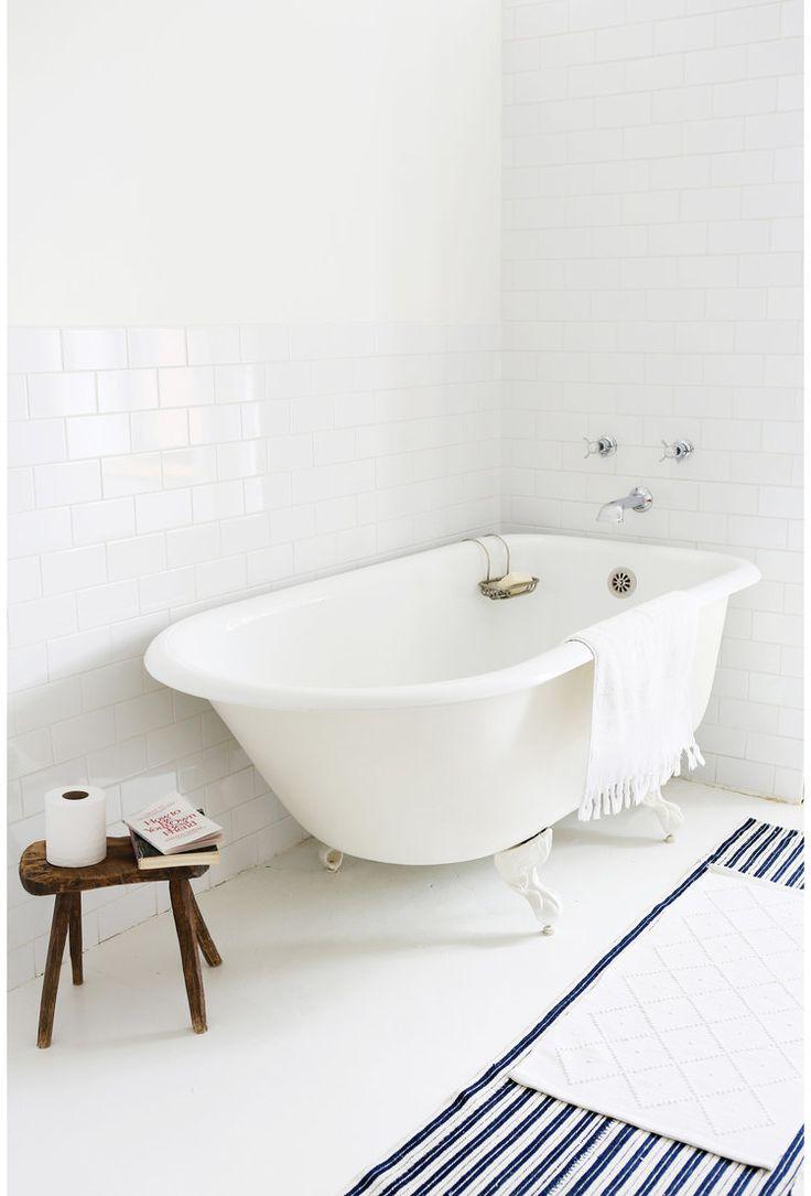 Maestro bath slide front page - Stand Alone Clawfoot Tub Bathtub Bathroom Stripe Rug Subway Tile Walls