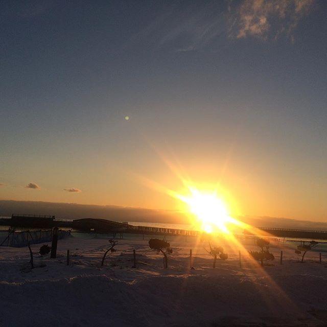 【funwa_rika】さんのInstagramをピンしています。 《#昨日の話 #昨日の #夕陽 #夕日 #あまりにも #美しい #自然 #パワースポット #太陽 #エネルギー #空 #海 #キャンプ #yesterday #sunset #beautiful #nature #powerspot #sun #enegry #sky #sea #camp #healing #hokkaido #japan #toyoura #日本 #北海道 #豊浦》