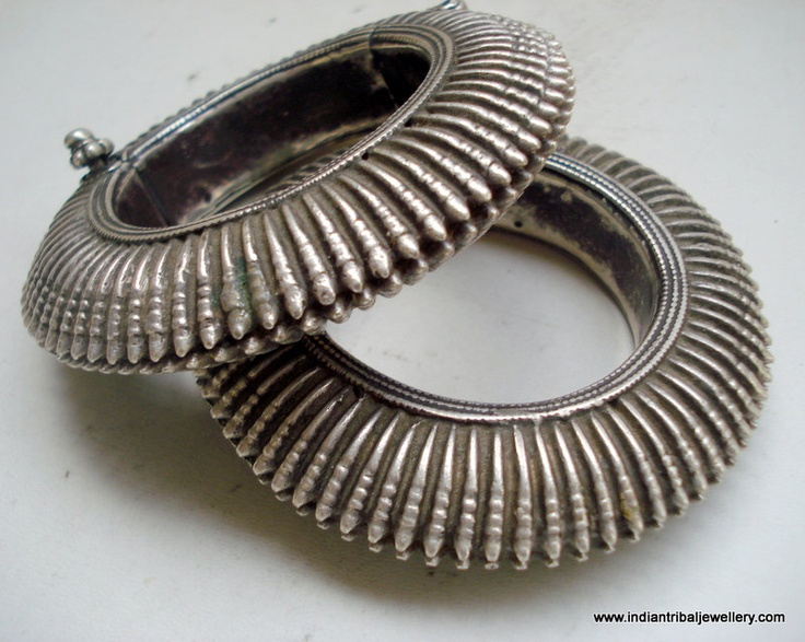 India | Vintage pair of old silver hinge bracelets from Rajasthan