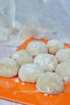 Boterballen met pecannoten een recept uit de koekjesclub Original recipe of butterball from the book of Ann Pearlman.