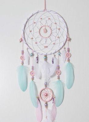 capteur de rêve en rose et bleu extrêmement joli, nuances douces, attention aux détails