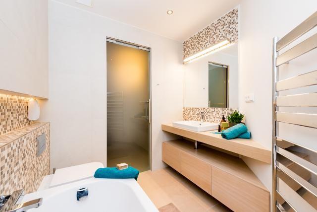 Kúpeľňa so sklenenými dverami