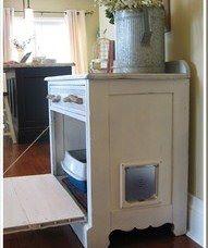 Voorbeeld waarbij de kattenbak in een kastje is weggewerkt.