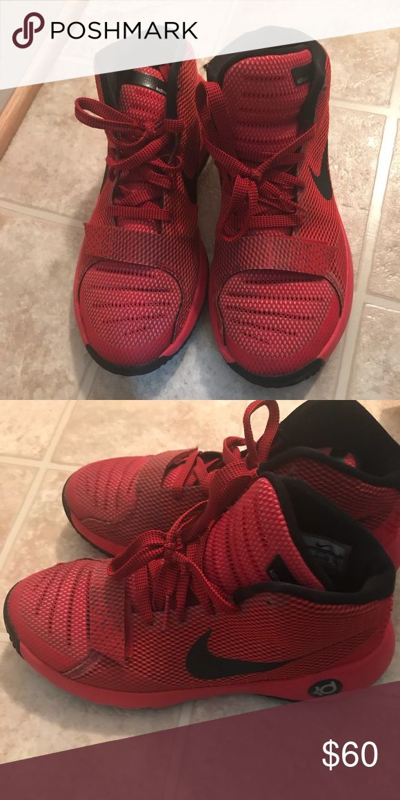 KD Sneaker Black and Red Nike KD Sneaker Size: 6.5 Barely Worn Great Basketball Shoe Nike Shoes Sneakers