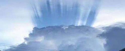 PARANORMAL HOJE: Malásia:Misteriosos raios de luz de cor azul no Monte Kinabalu
