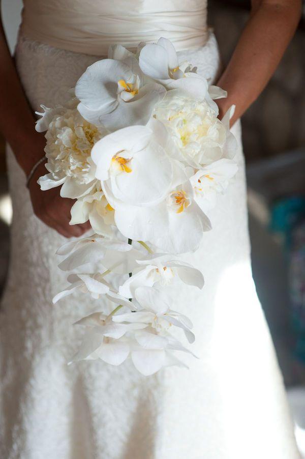 Tropical bouquet. Photography by David Murray Weddings / davidmurrayweddings.com