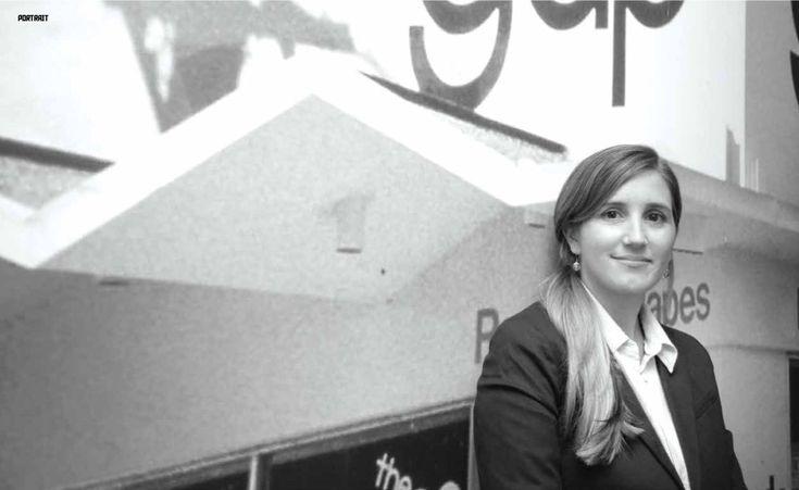 """Moira Shaw: """"Mi jornada laboral la divido entre dos grandes marcas: Neutral, con sus nueve locales en frontera, y Gap. Mis principales objetivos para el 2014 son generar awareness de marca, continuar creciendo en social media generando engagement con nuestros consumidores, y ofrecer propuestas atractivas que generen tráfico en tienda e incremento de ventas. Mi tiempo libre lo trato de dedicar a full a mi familia.""""."""