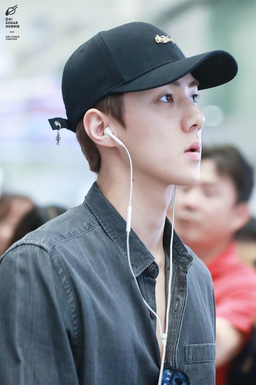 Sehun - 160828 Incheon Airport, departing for Hawaii Credit: Oh! Sugar Hunnie…