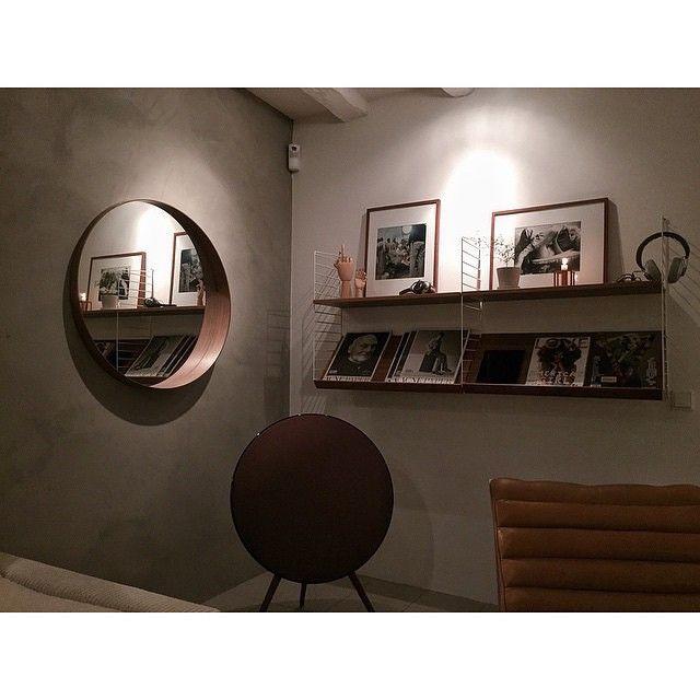 Great combo for your glossy magazines. Photo by @martin_nygren #stringhylla #stringshelf #stringshelves #stringfurniture #stringshelving #stringshelfie #shelfie #sweden #modern #madeinsweden #interior #furniture #classic #scandinavian #shelvingsystem #stringshelvingsystem