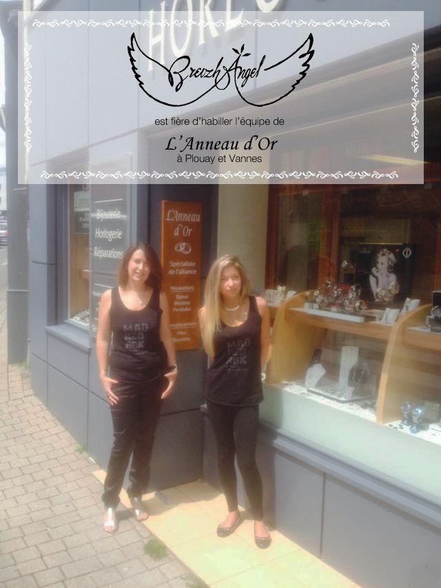 Créée à Plouay en 2001 par Nathalie Toulgoat, L'Anneau d'Or est une bijouterie-horlogerie spécialiste de l'alliance. L'équipe, vêtue de modèles Breizh Angel, est toujours aussi ravie de vous accueillir dans leurs boutiques à Plouay et Vannes.  Breizh Angel est tout aussi fière de faire partie de l'aventure.