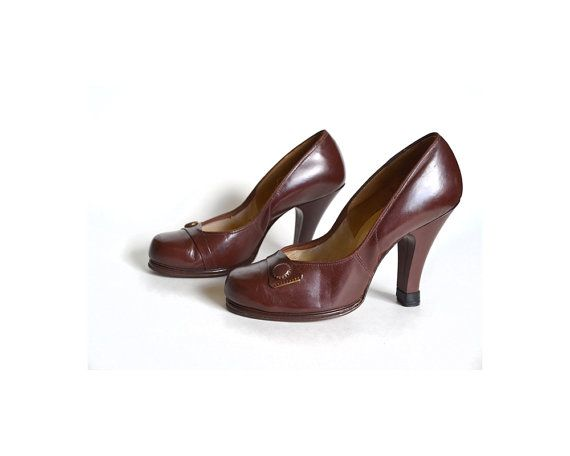 1940s Shoes / Brown Babydoll Shoes / 1940s by MinxouriVintage, $112.00