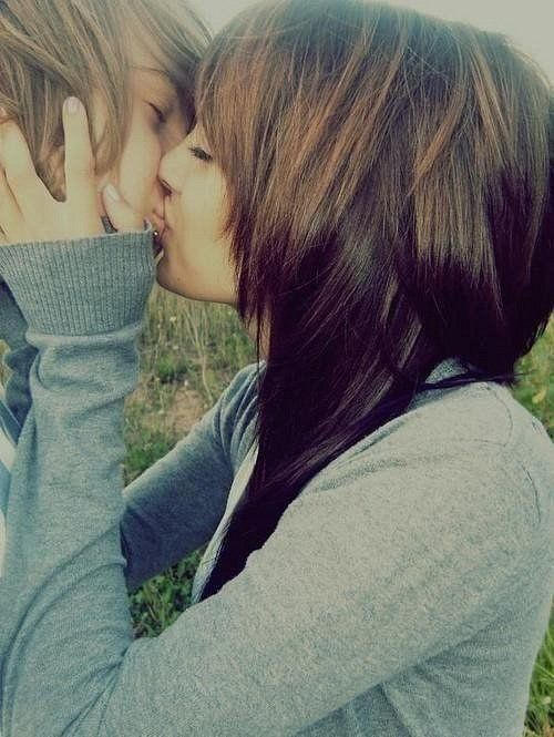 Cute Emo Teen Couples  Cute-Couple-Lip-Kiss-French-Hold -5673