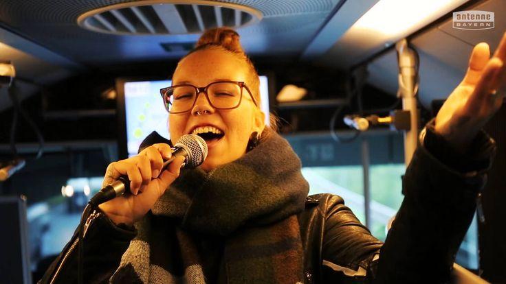 Das ANTENNE BAYERN Überraschungs-Schulbuskonzert mit Stefanie Heinzmann - YouTube
