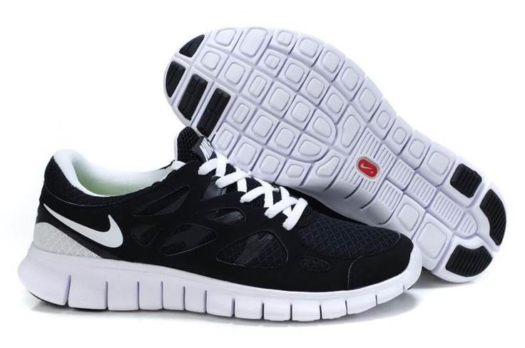 Bu da Nike Free Run 2.0 modeli, bunu koymamın sebebi rengi. İşi rahat olanların giyebileceğini düşünüyorum.