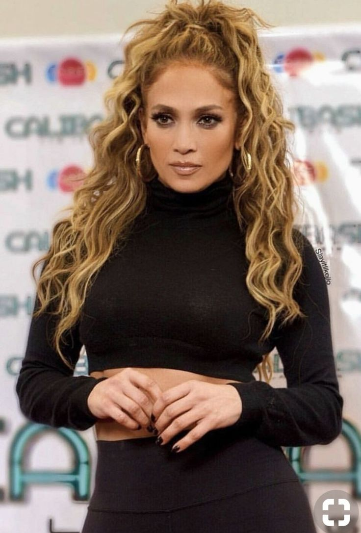 J Lo Looking Fab With A High Curly Pony In 2019 Hair
