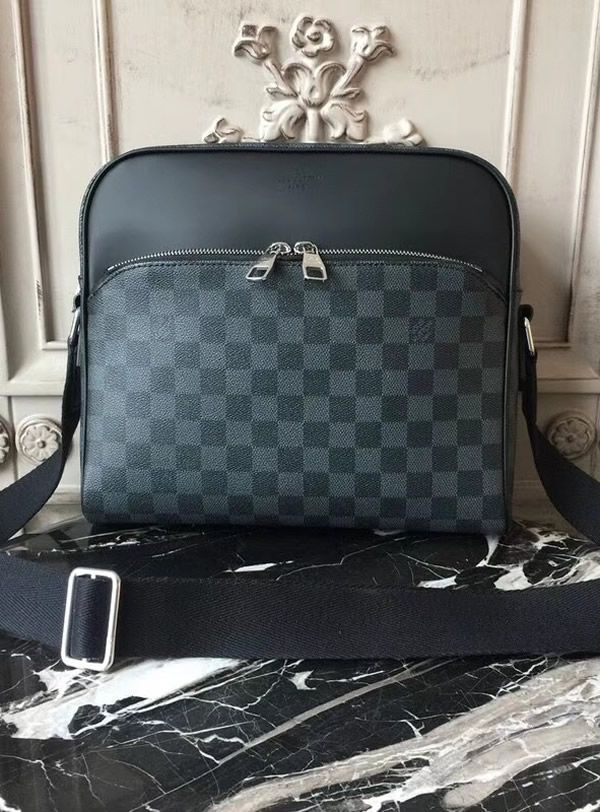 a9b0acc4a5e82 Louis Vuitton Damier Graphite Dayton Reporter PM N41408 looks like a  combination or a mixture of two bags. It has space