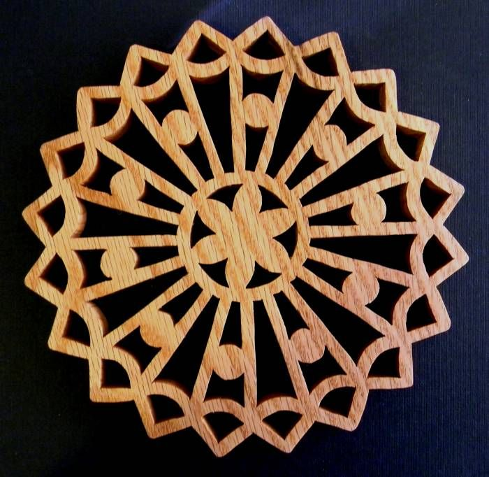 Just Me!: More Wooden Trivets  http://brenda62052.blogspot.com/2012/10/more-wooden-trivets.html# - Scroll Saw