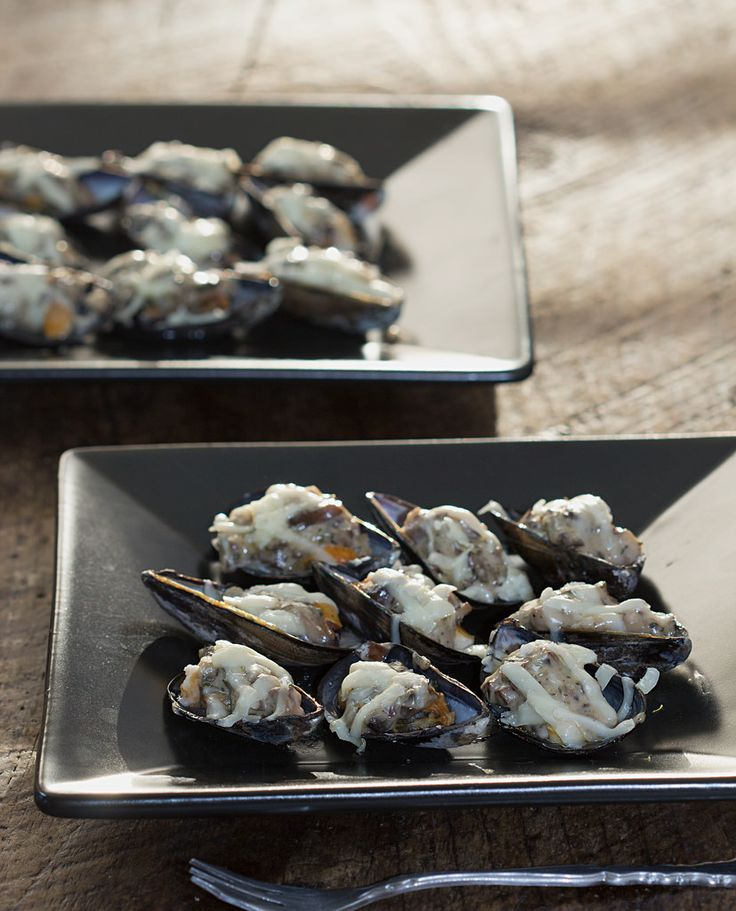 Broiled Mussels with Mushroom Cream Sauce   Food   Pinterest   Mussels ...
