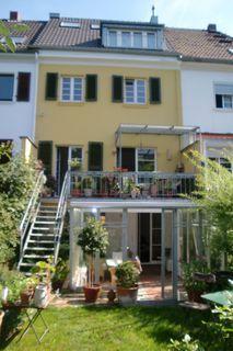 Amazing Im K lner Stadtteil Riehl wird dieses traumhafte Appartement im Souterrain mit Wintergarten vermietet