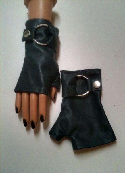 Fingerless leather Gloves in blue