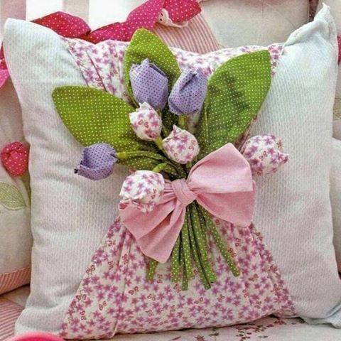 zpr Almofada flowers 😍😍 🏷49,00 ◽Tamanho 40x40 📲Consulte-nos via Direct para saber cores e outros tamanhos disponíveis! 💳Aceitamos cartões via PagSeguro! 🌎Enviamos pra todo Brasil! #pillow #fofurices #almofadaspersonalizadas #almolovers #decolovers #casabonita #saladecorada #presentesdivertidos #mimos #flores #lojavirtual #ecommerce #vemver #handmade