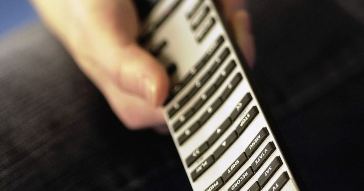 Códigos para un control remoto AT&T . Los códigos de los controles remotos permiten que diversos controles funcionen con diferentes televisores. Estos códigos varían por marca de televisor, así como también por el tipo de dispositivo que estás tratando de utilizar con tu control remoto, como un decodificador de cable o de antena satelital, un reproductor de DVD, o si simplemente ...