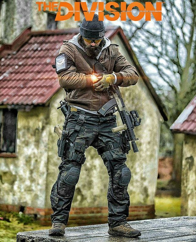 """""""Meet up at stash location""""    Multicam black pants by the mighty @semapogear…"""