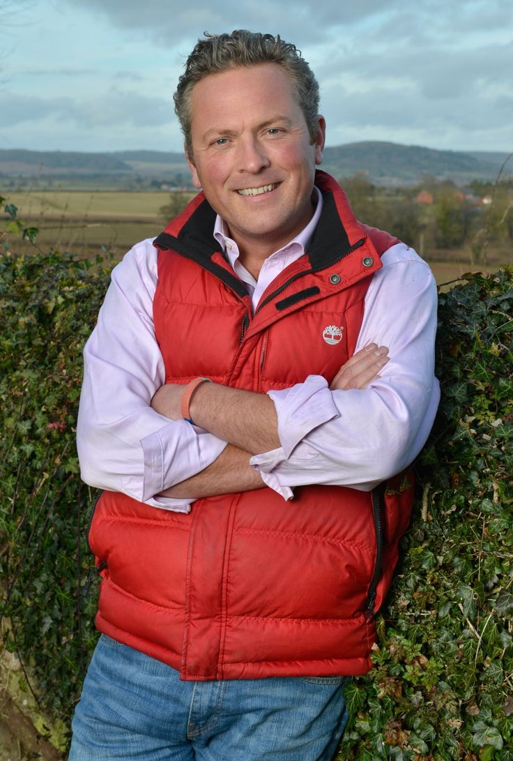 Jules Hudson - The Rough Guide to the Country. -Jules Hudson, the popular face of the BBC's Escape to the Country and Countryfile, shares a lifetime's experience of Country Living from both sides of the camera. Why not read the Country Living blog for the latest interview with Jules. http://www.countrylivingfair.com/xmas/Content/Christmas-Theatre/3_39/