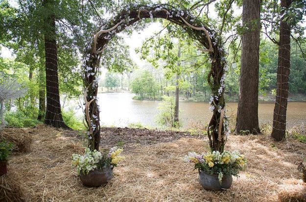 Duck dynasty wedding arbor