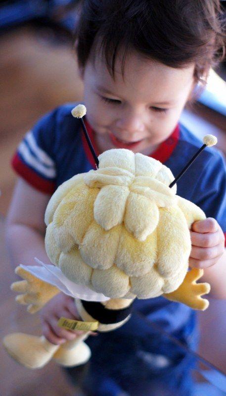 HOT: Maya the Bee http://bit.ly/mayathebeegiveaway #mayathebee