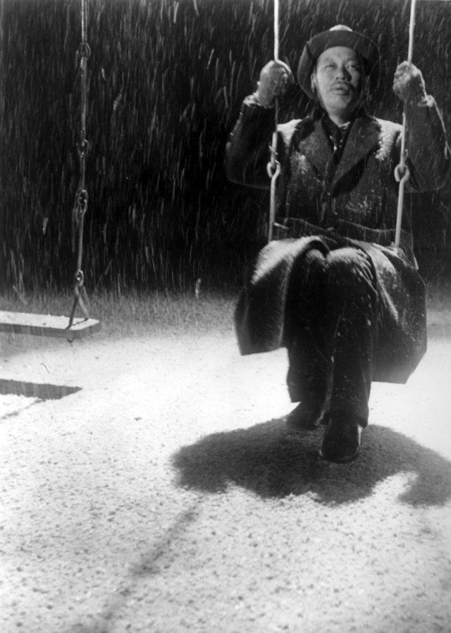 Ikiru - Tuomittu (1952) by Akira Kurosawa  Photos with Takashi Shimura (I adore this movie like no other.)
