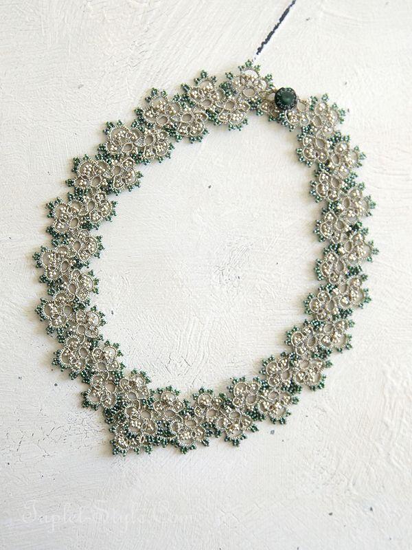 Parisでみつけたハンドメイドのネックレス。この技法はtatting laceと呼ばれ、糸を使って結び目を作り形に仕上げていきます。一つ一つ、ハンドメイドの為 時間がかかりますが出来上がったレースは…