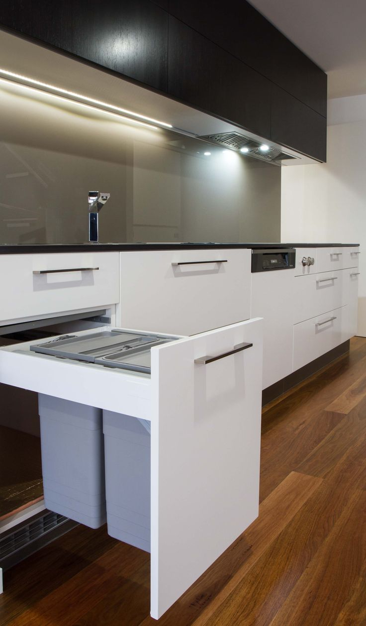 Timber veneer kitchen tambour doors tambortech - Modern Kitchen With Butlers Pantry In Veneer And 2pac Finishes Www Thekitchendesigncentre Com