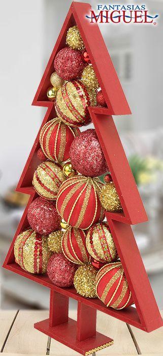 Делаем настольную елку в деревянной рамке из новогодних шаров