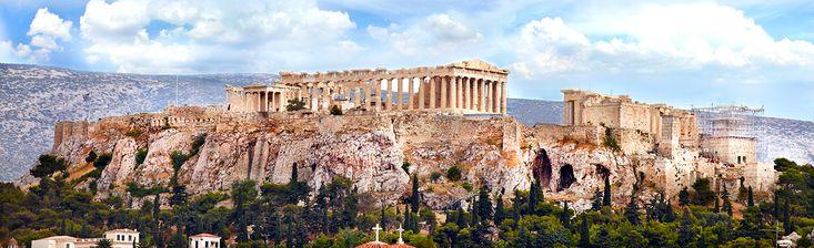 Week-end Athènes Grèce. Souvent, on ne fait que passer à Athènes pour visiter l'Acropole, avant de filer vers les îles grecques ou le Péloponnèse. Pas forcément séduisante au premier abord, la capitale grecque mérite vraiment une halte prolongée. Musées passionnants, quartiers animés et attachants, restos et bars à foison, Athènes fait partie de ces villes à vivre, tout autant qu'à visiter. Athènes, nous, on aime!