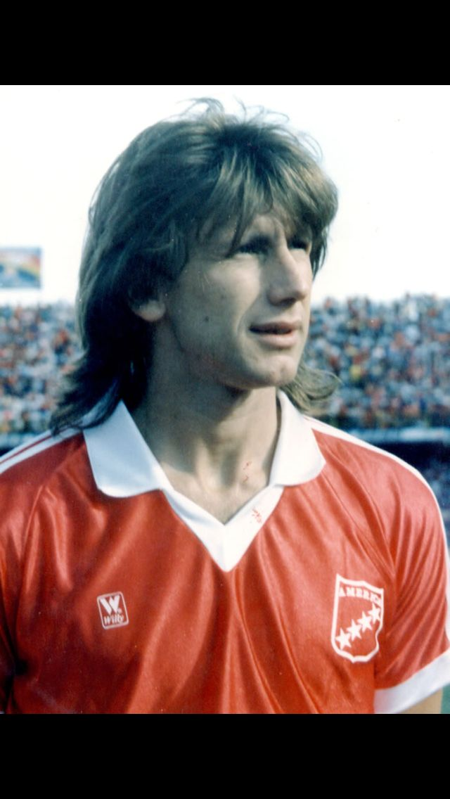 """Ricardo Alberto Gareca Nardi, nicknamed el Tigre (in English: """"the Tiger"""") and el Flaco (in English: """"the Skinny (one)""""), (born 10 February 1958) is an Argentine football manager and former player. Currently he is the manager of the Peru national football team."""