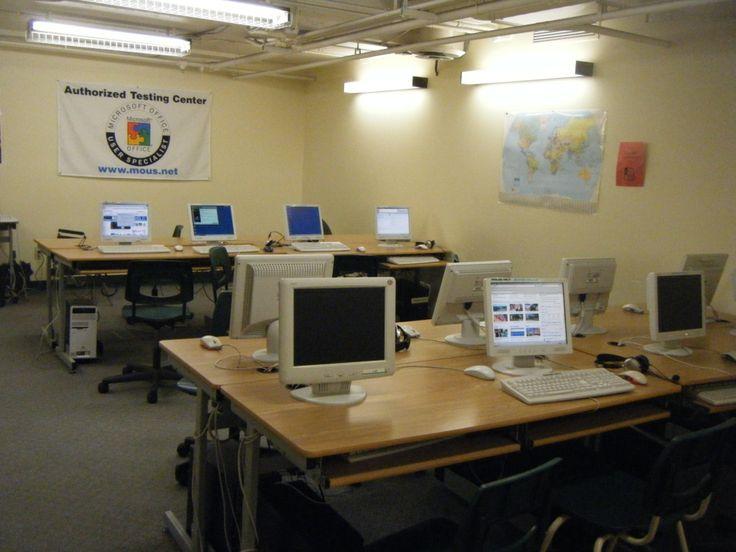 コンピュータールーム。生徒が自由に利用できます。PGICの詳しい情報はこちらから☆http://www.vc-ryugaku.com/school/lang/s11.html