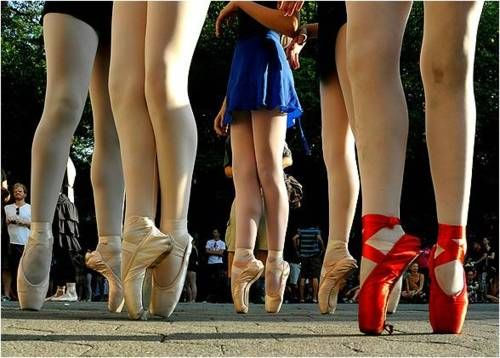 En pointe: Ballet Dancers, Admire Dancers, En Pointe, Cities, 2010, Beauty, Central Park, 230 Ballerinas, Ballet Shoe