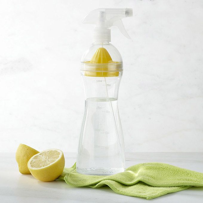 Natural Cleaning Lemon Spray Bottle! Fill it with white vinegar, juice a lemon with the built-in juicer, screw on the spray nozzle, and that's it: a cheap and effective disinfecting cleaning spray with a fresh citrus scent.