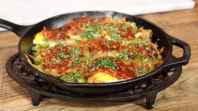 rdappelrasp. Pel en snipper de ui. Snijd de paprika en de bleekselderij in blokjes. Voeg de ui, paprika en bleekselderij toe. Snijd de worst in blokjes en...