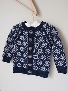 Saffran cardigan is a perfect winter and holiday cardigan, the colour work is not only beautiful but also gives extra warmth to the cardigan. The small sizes of the pattern includes pattern pieces for a lining that you can sew and hand stitch in place, perfect to prevent tiny fingers from getting tangled and makes dressing easier.