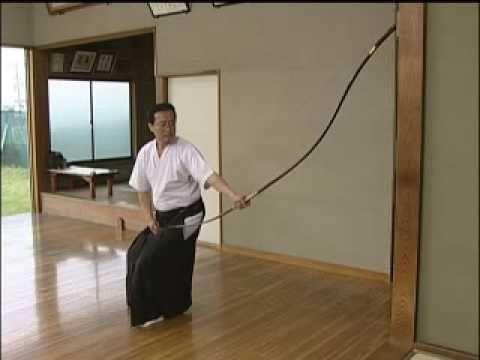 『DVDで学ぶ、基本の弓道』 大学弓道部を数々の優勝へと導いた著者が、弓を引くうえで必要な知識と技術をわかりやすく解説。中高生の基本習得から高段位取得をめざす修行者のトラブル解決まで、練習、競技、審査で幅広く活用できる基本の書。 続きはコチラ http://www.skijournal.co.jp/search/...