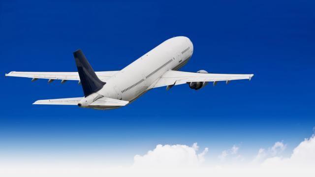 Hazel, Augustus en Hazel haar moeder gaan met het vliegtuig naar Nederland om de schrijver van Hazel haar lievelingsboek te ontmoeten.