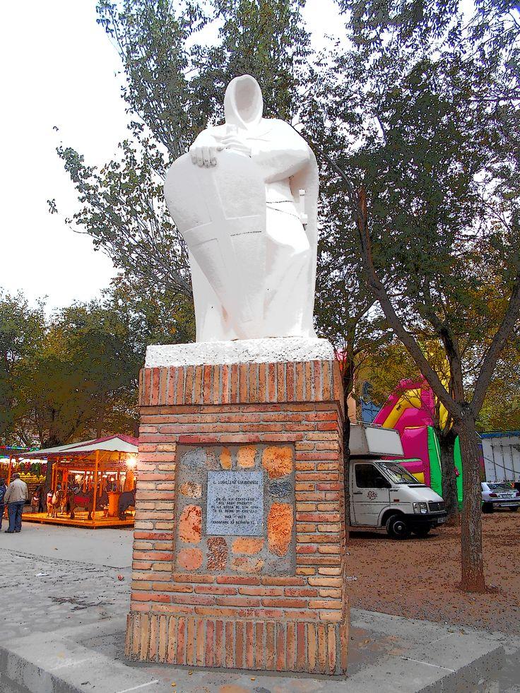 Escultura del Caballero Sanjuanista