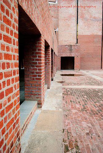 Painting in Brick.IIM Ahmedabad, Old Campus. Architect - Louis I Kahn