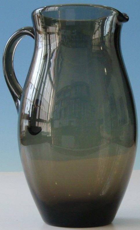 Zum Verkauf steht eine Karaffe aus braunem Glas.   um 1930. Bruno Mauder und Glasfachschule Zwiesel zugeschrieben. Abriss kugelrund ausgeschliffen (siehe sechstletztes Bild