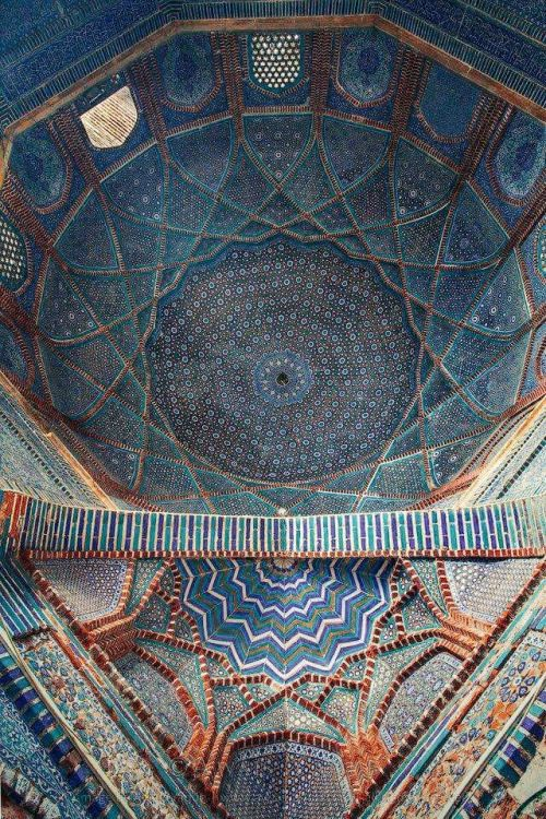 Blue Tile Work in Shah Jahan Mosque, Thatta, Pakistan - Shah Jahan's mosque built in 17th century Thatta, Sindh. Intriguing that it has no minaret only bricks. Inspired indo-saracenic revival in London.