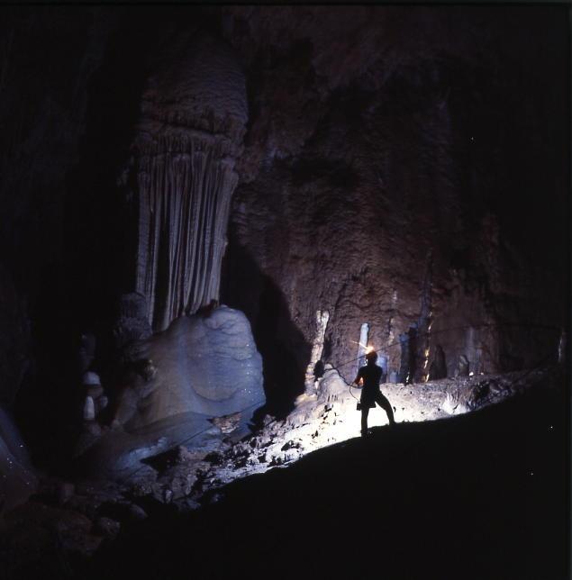 Pescorocchiano (Rieti) - Grotta di Val de' Varri  - Galleria Verne - from http://www.comunepescorocchiano.rieti.it