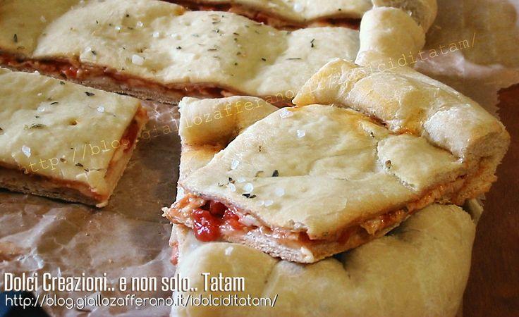 Focaccia+ripiena+pomodoro+e+mozzarella